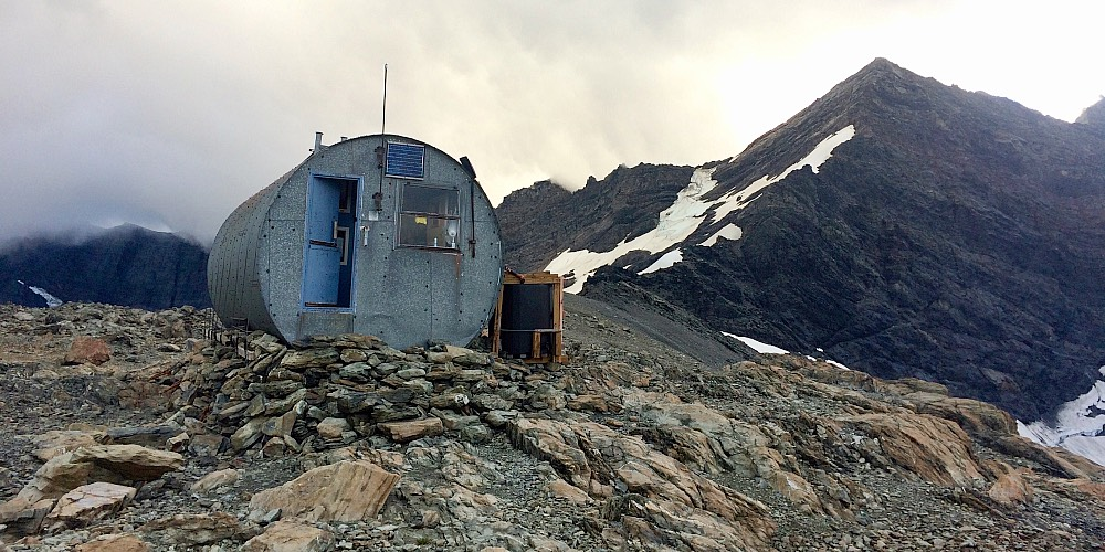 Barron Saddle Hut.